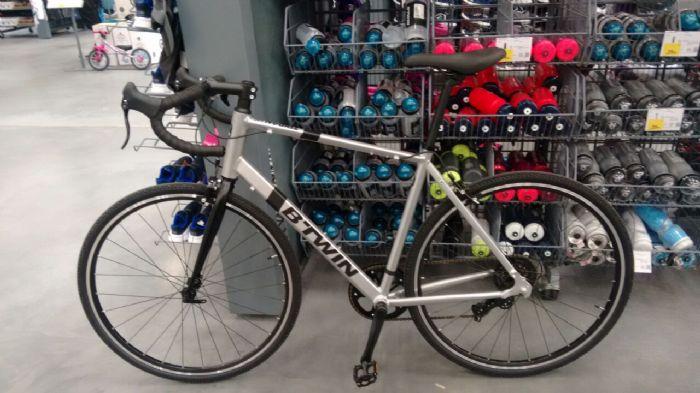 Nova bike na área BTWIN 100 Comuter/Gravel - Pedal com br