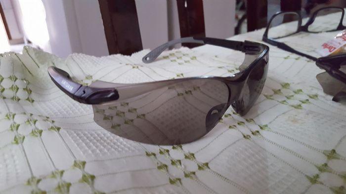 Eu fuçando nas minhas tranqueiras lá em casa, encontrei estes óculos aqui  67e74d4006