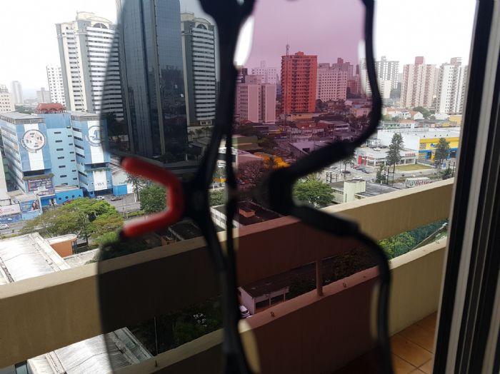 Segue a comparação entre a lente Prizm Road e uma lente escura espelhada da  Decathlon (não me recordo o nome do modelo)  21763170c8