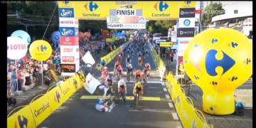 Vídeo - Acidente assustador marca sprint da etapa 1 do Tour da Polônia