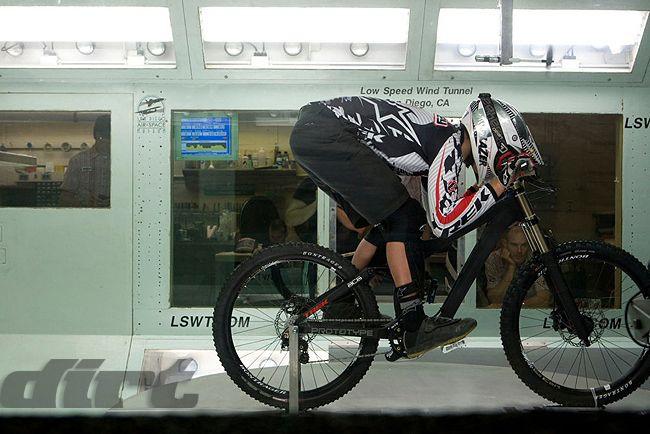 Andrew Neetlhling - Túnel de vento da Trek