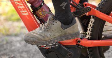 Sapatilha Specialized 2FO Roost chega com opções para pedal clip ou plataforma