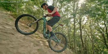 Vídeo - Chris Akrigg mostra o que é possível fazer com uma bike elétrica