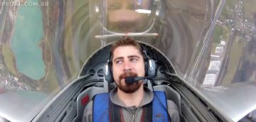 Vídeo - Peter Sagan voa em avião caça a jato
