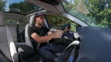 Henrique Avancini e Land Rover promovem campanha por harmonia nas estradas