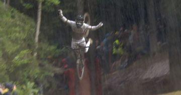 Copa do Mundo de Downhill 2021 - Tombo épico de Reece Wilson