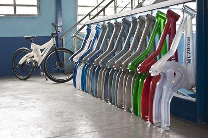 Muzzycycles - Bicicleta feita com garrafa pet