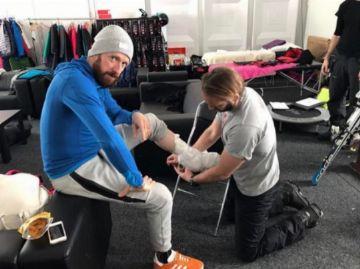 Bradley Wiggins quebra perna em programa de TV sobre salto com esqui