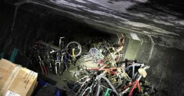 Vídeo - Polícia da Califórnia encontra túnel com mais de mil bicicletas