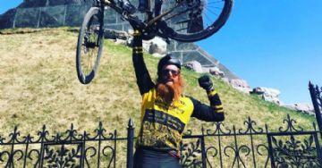 Ciclista quebra record pedalando entre Portugal e Rússia em menos de 25 dias