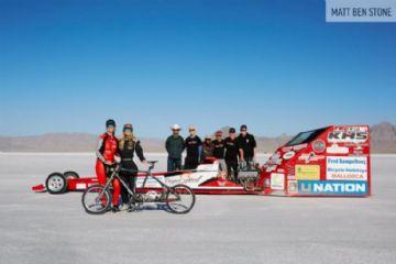 Norte-americana quebra record mundial de velocidade a 296km/h