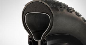 Vittoria e Tannus criam inserção de espuma que promete proteção contra furos e mais tração