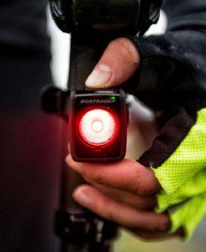 Lanternas Bontrager Ion 100R e Flare R prometem segurança para uso diurno