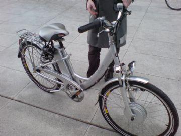 Governo quer obrigar capacete e prova no DETRAN para bikes e patinetes elétricos no RJ