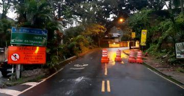 Vista Chinesa tem trecho interditado no Rio após desabamento