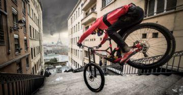 Vídeo - Urban Freeride Lives 3 tem Fabio Wibmer em saltos absurdos na França