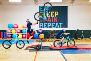 Vídeo - Gymnasium tem Danny MacAskill fazendo trial em equipamentos de ginastica